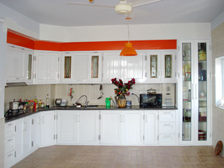 Tủ bếp nhôm kính 1