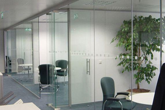 Lắp đặt vách ngăn nhôm kính văn phòng 1