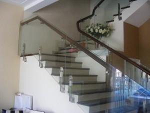 Cầu thang kính đẹp giá rẻ nhất