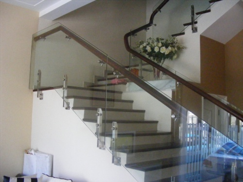 Cầu thang kính đẹp giá rẻ nhất 1