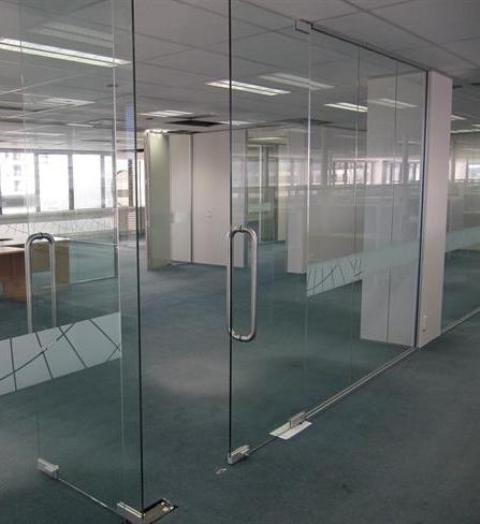 3. Mẫu cửa kính cường lực đẹp cho văn phòng 1