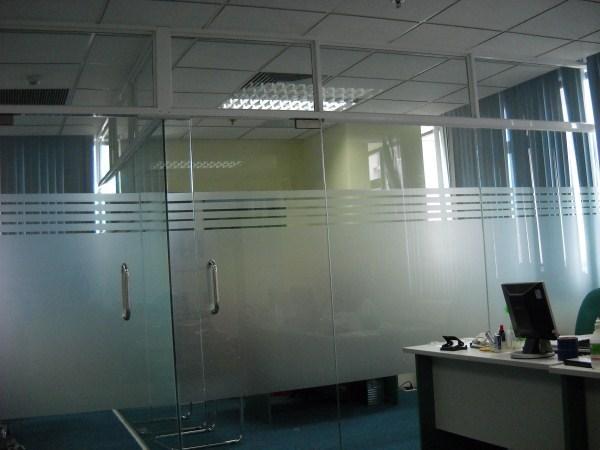 3. Mẫu cửa kính cường lực đẹp cho văn phòng 2