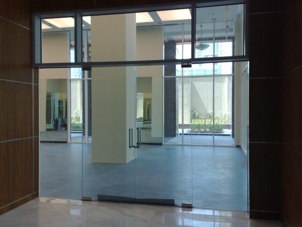 5. Vách kính – cửa kính cường lực cho tòa nhà 2