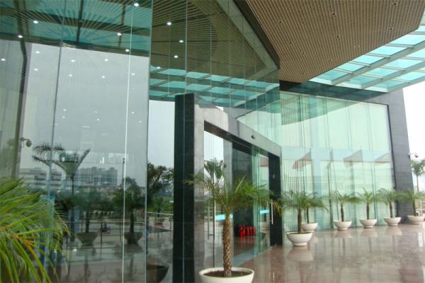 5. Vách kính – cửa kính cường lực cho tòa nhà 3