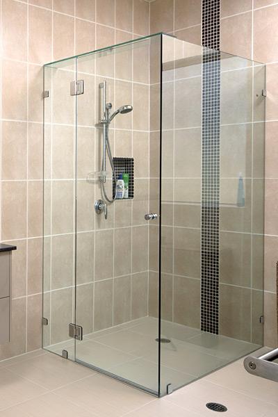 Mẫu vách kính nhà tắm đẹp 1
