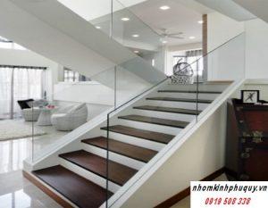 Các loại cầu thang kính cường lực thịnh hành 2019