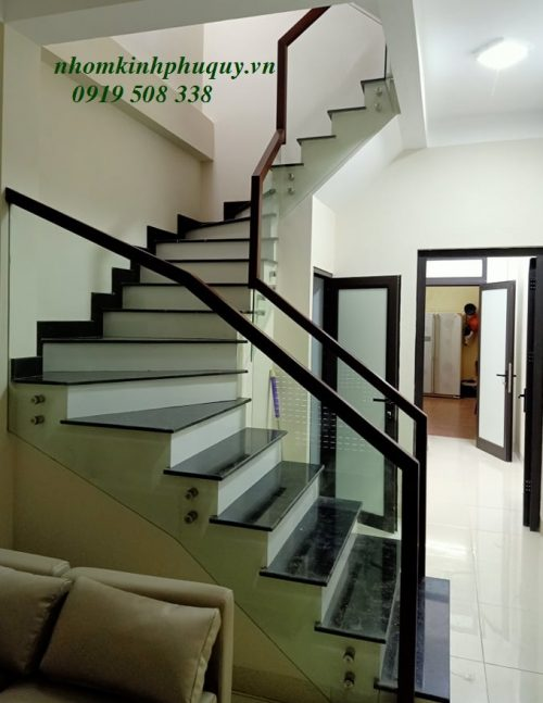 Hình ảnh công trình cầu thang kính 2