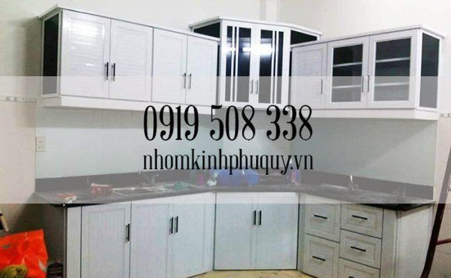 Tủ bếp nhôm kính sơn tĩnh điện chữ L 1