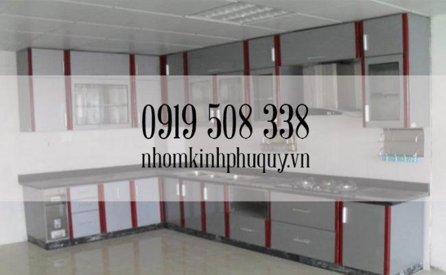 Tủ bếp nhôm kính sơn tĩnh điện chữ L 3