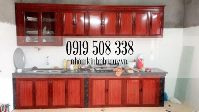 Mẫu tủ bếp nhôm kính vân gỗ 3