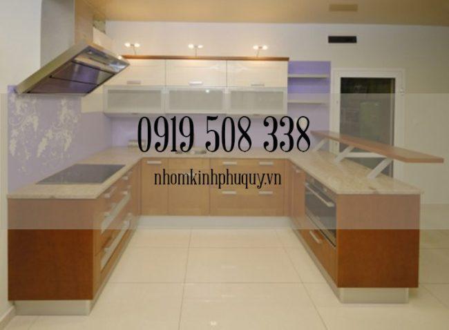 Tủ bếp nhôm kính sơn tĩnh điện chữ U 1