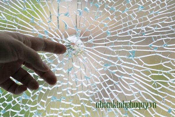 Cách phòng ngừa tình trạng cửa kính cường lực nổ vỡ 1